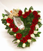Australia Flower Australia Florist  Australia  Flowers shop Australia flower delivery online  ,:ROSE HEART WITH CHAMPAGNE