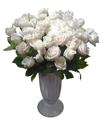 Ukraine Flower Ukraine Florist  Ukraine  Flowers shop Ukraine flower delivery online  :21 White Roses in a vase